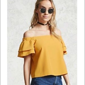 Forever 21 Off the shoulder Yellow top Size Medium